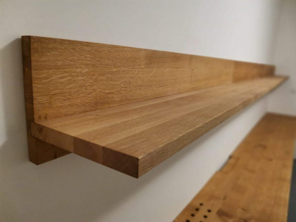 Masivní dřevěné dubové police na zeď