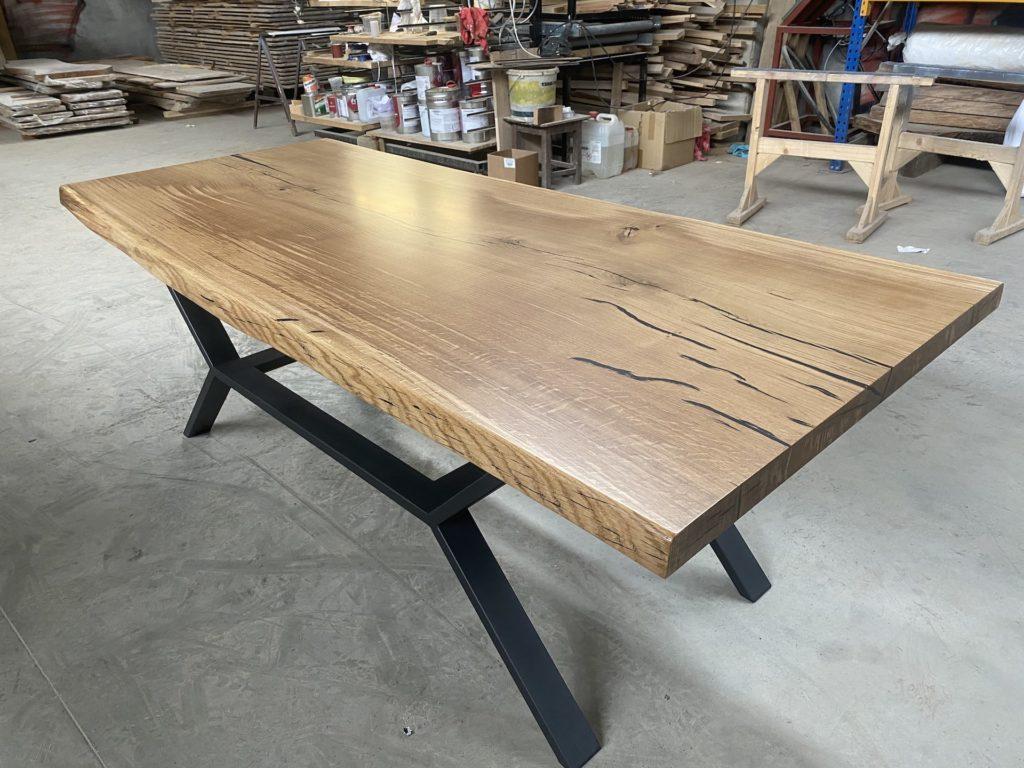 dubové masivní stoly s ocelovou konstrukcí 3