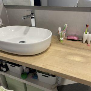 Dubová pracovní koupelnová deska pod umyvadlo